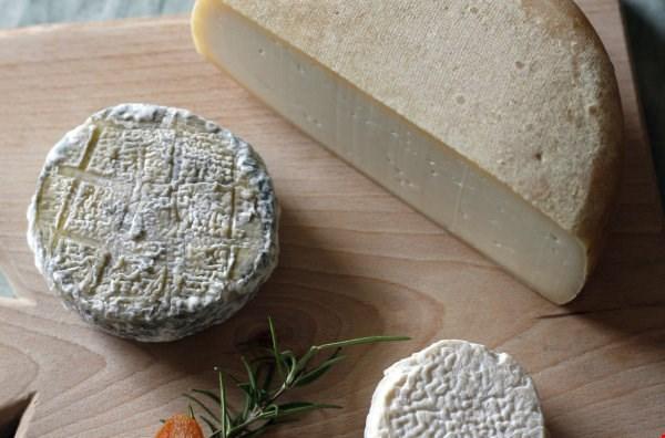 Pepelnati kozji sir s Šentjošta
